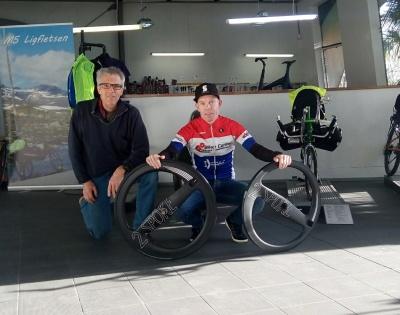 Sponsoring van meervoudig Nederlands kampioen tijdrijden Remco Grasman door www.2spoke.com gestart!