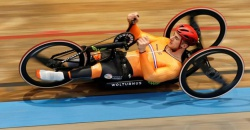 Jetze Plat goes for a new World hourrecord in handbiking using the 2-Spoke wheels
